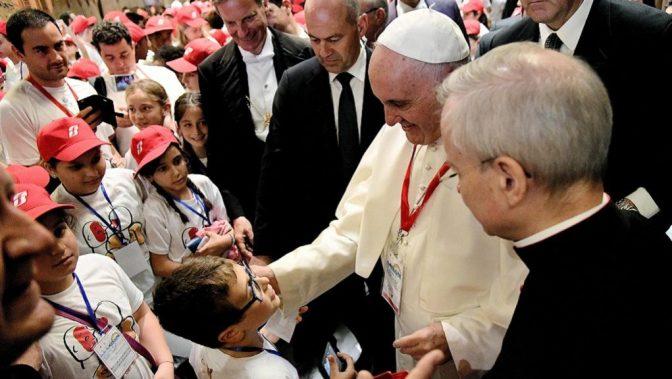 Βατικανό: Ο Ποντίφικας υποδέχθηκε ορφανά προσφυγόπουλα που επέζησαν σε ναυάγια