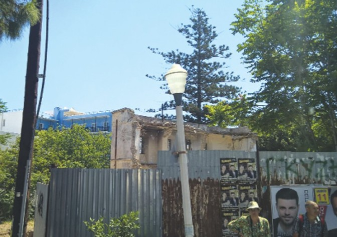 Σε άθλια κατάσταση βρίσκεται η παλιά γαλλική σχολή στη Ρόδο!