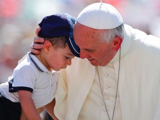 Ο Πάπας Φραγκίσκος μιλάει για τις γυναίκες της ζωής του και τον κομμουνισμό: Κομμουνιστές είναι οι χριστιανοί – Οι άλλοι μας έκλεψαν το λάβαρο
