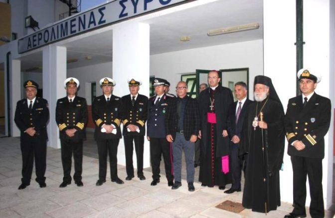 Θερμή υποδοχή του Αγίου Φωτός στη Σύρο